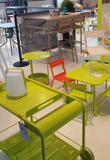 chaise et luminaire fermob
